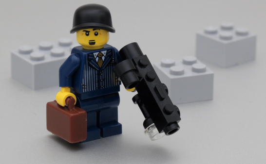 Hedge Funds or Lego? Uncorrelated Returns